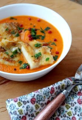 http://www.zkuchnidokuchni.pl/2017/01/zupa-pomidorowa-z-mintajem.html