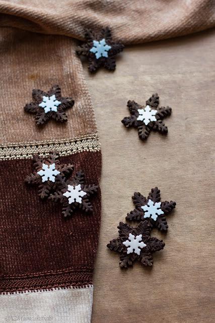 Biscotti cacao a forma di fiocco di neve