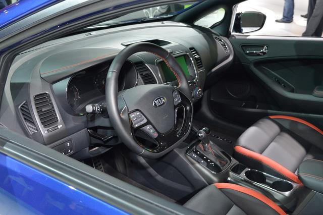 Xe Kia Forte 2016 thế hệ mới ra mắt Xe Kia Forte 2016 thế hệ mới ra mắt xe kia forte 2017 trinh lang 2B 25288 2529