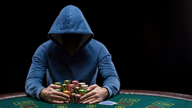 Strategies to Win Against Other Players At Online Poker