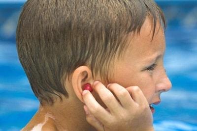 Cara Mengatasi Infeksi Telinga Akibat Berenang