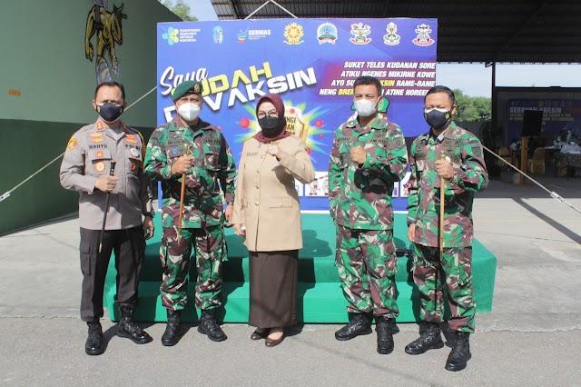 Bupati Sukoharjo Kunjungi Pelaksanaan Serbuan Vaksin Gratis di Yonif Mekanis Raider 413 Kostrad