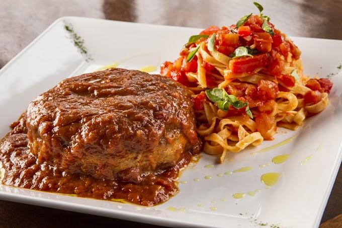 Para um jantar romântico: polpetone com mussarela de búfala e spaghetti de batata doce