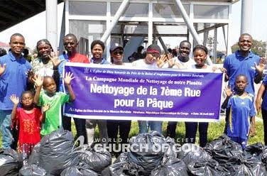 Nettoyage dans la 7ème rue, Kinshasa, République démocratique du congo