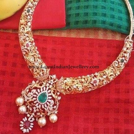 Diamond Pendant Hasli Necklace