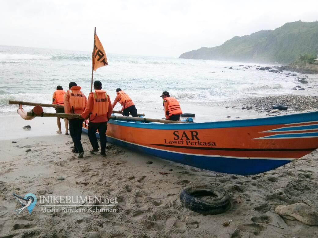 Perahu Terbalik Dihantam Ombak Besar, Satu Nelayan Ayah Hilang