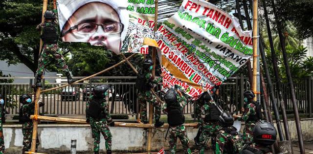 Tentara, Baliho, Dan Polisi