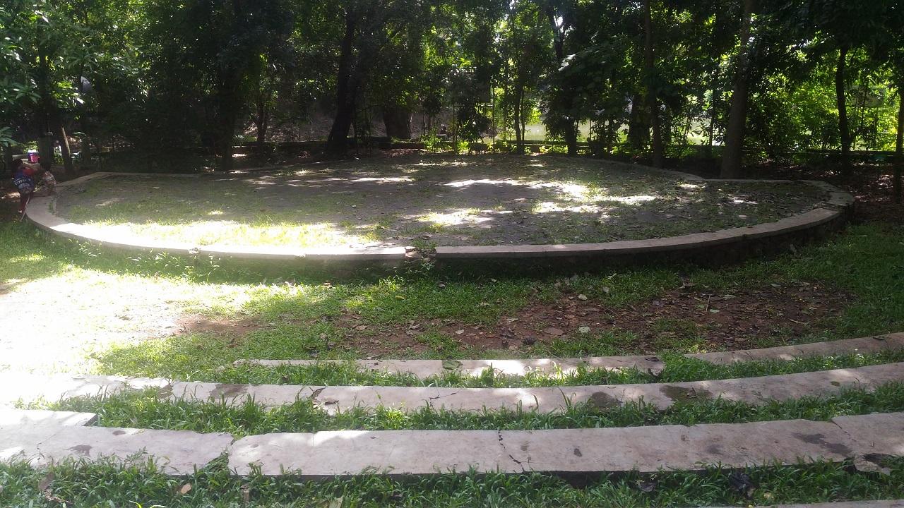 Aula Hijau Hutan Kota Srengseng