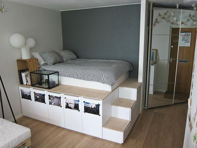 cama elevada sobre módulos de ikea