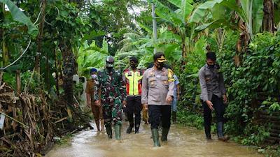 Kapolres Lebak bersama Dandim 0603 Lebak Cek lokasi Banjir