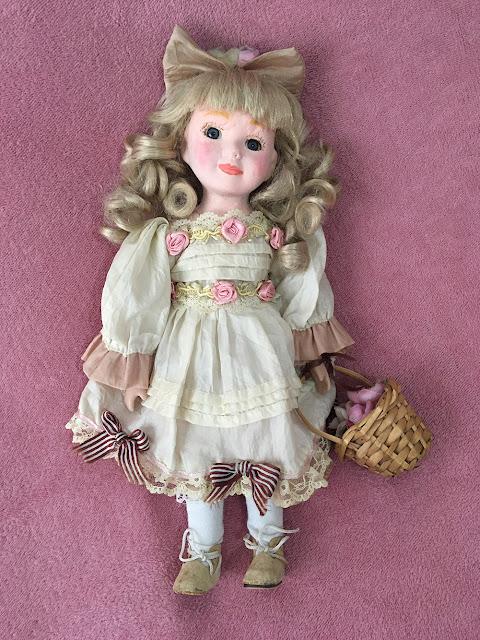 menininha linda de porcelana restaurada
