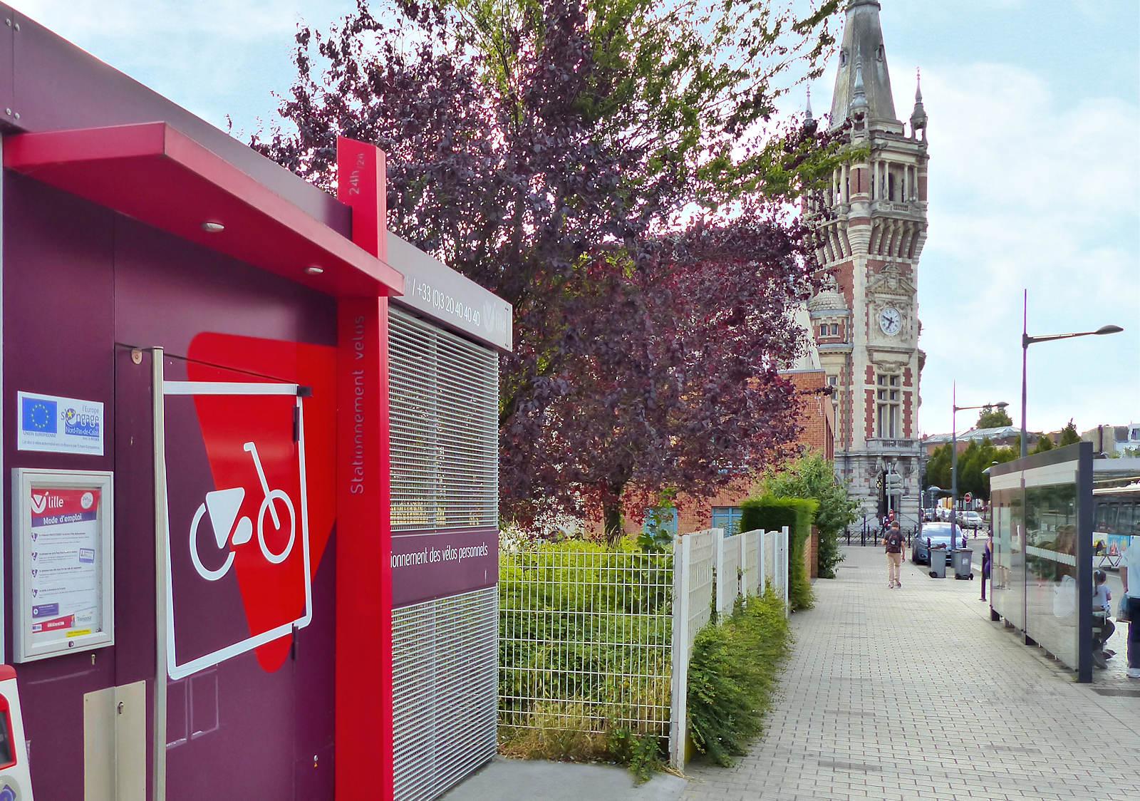 """Abri V'Lille """"Tourcoing Centre"""" et Beffroi de Tourcoing"""