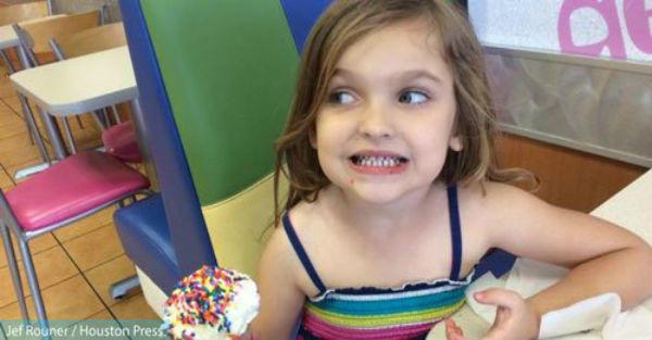 Την έδιωξαν από το νηπιαγωγείο επειδή φαίνονταν οι ώμοι της! Ο μπαμπάς της όμως δεν τους άφησε έτσι…