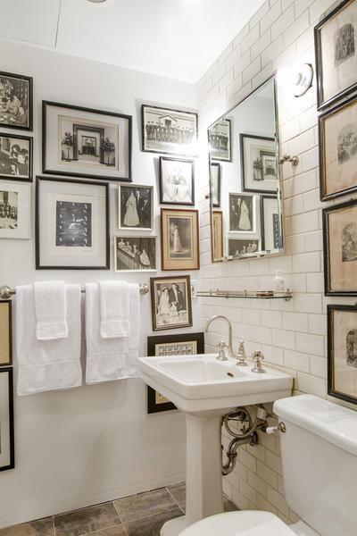 baño decorado con cuadros chicanddeco