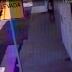 Motoqueiro tarado é flagrado por câmeras mostrando partes íntimas para adolescente no centro Cajazeiras