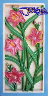 Ukiran relief batu alam gambar motif bunga tulip