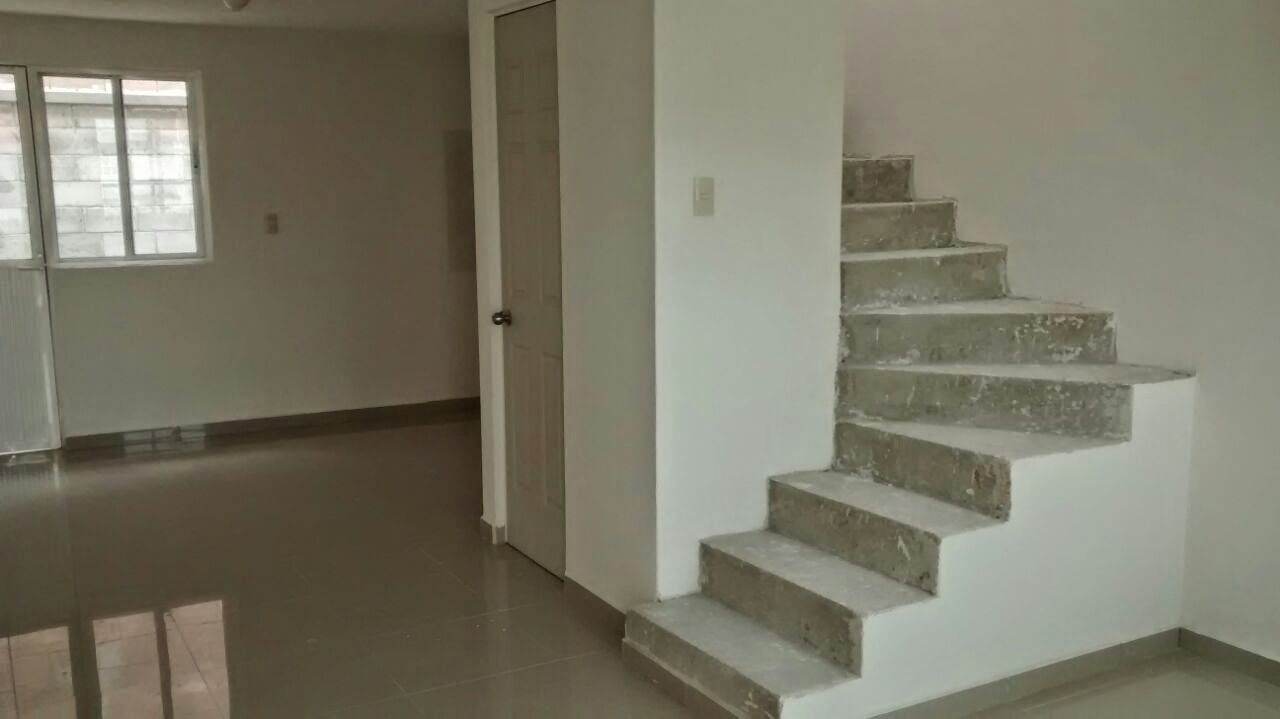Casas nuevas amplias en fraccionamiento trato directo en for Pisos para escaleras de concreto