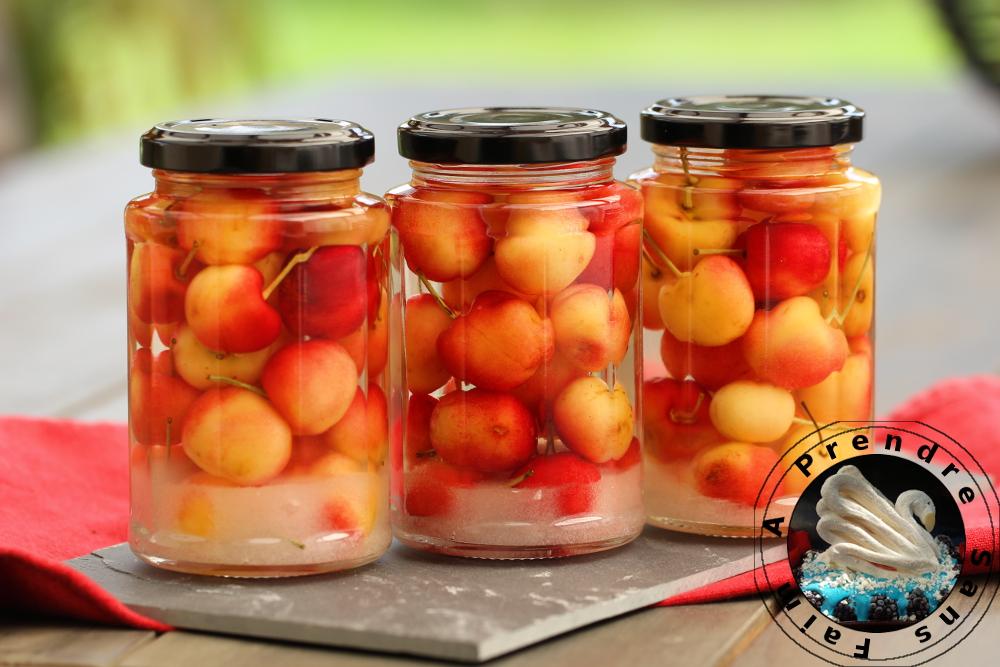 Bocaux de cerises à l'eau de vie