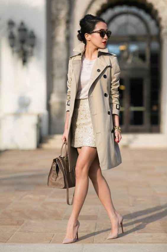 Trench coat feminino e saia curta