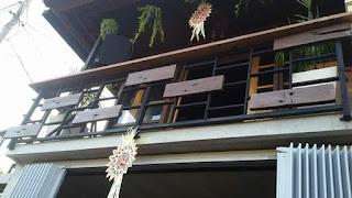 balkon minimalis plus kayu
