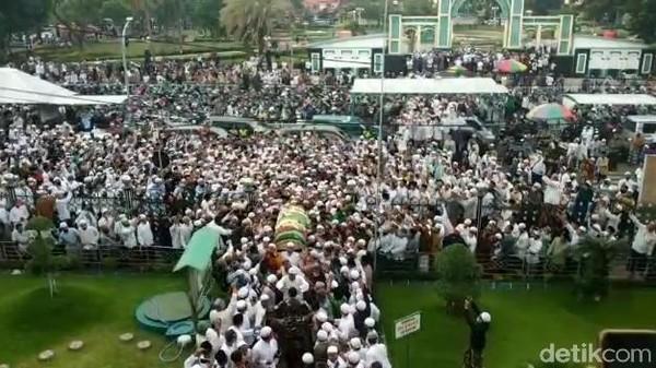 Habib Hasan Assegaf Pasuruan Meninggal, Ribuan Pelayat Menyemut Saat Pemakaman