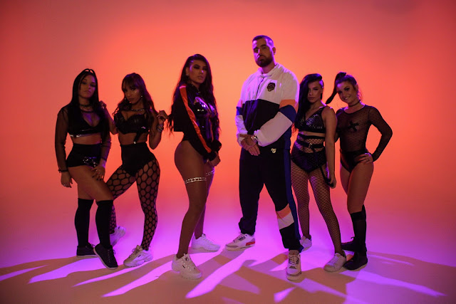 "MãoLee une time de ouro do rap e funk no clipe da sensual ""Tchotchomary"""