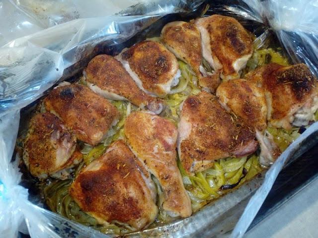 kurczak pieczony na porze kawalki kurczaka pieczone w porach palki pieczone pieczone udka z kurczaka kurczak pieczony w rekawie foliowym