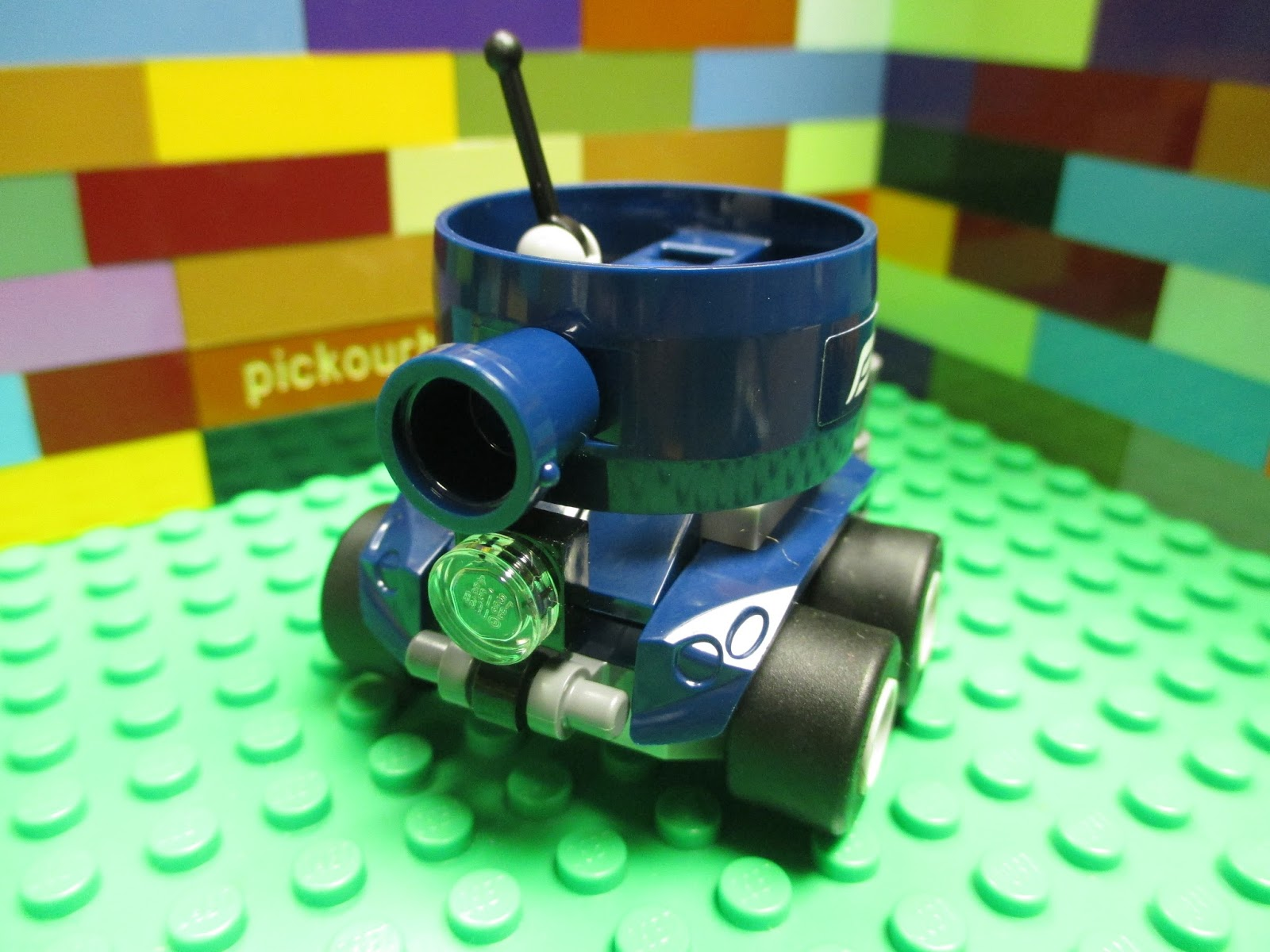 NEW 2x4x2 Transparent Blue Vehicle Car Windscreen LEGO 3823 2 Per Order