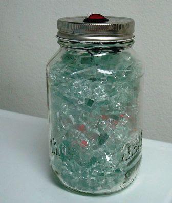 trik lampu dari pecahan kaca dalam toples