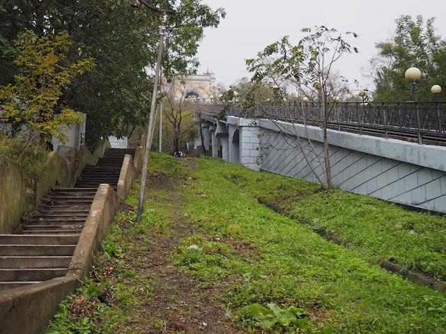 Владивосток - фуникулер и лестница вдоль него