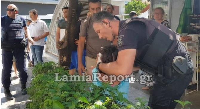 Λαμία: Επιχείρησε να σφάξει τη γυναίκα του μέσα στην πλατεία Πάρκου – Σκληρές εικόνες – βίντεο