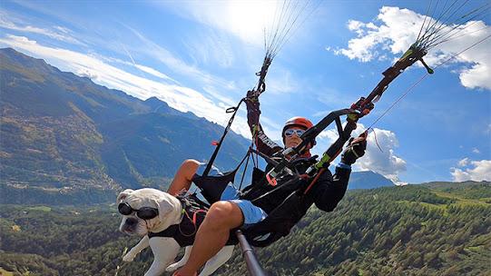 Ngôi làng đẹp nín thở ở Thụy Sĩ, người dân bay dù lượn đi làm.