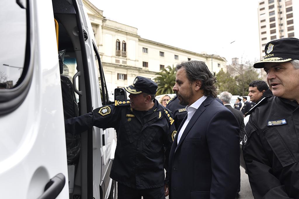 Ventura Barreiro encabezó la presentación de las nuevas ambulancias adquiridas por Servicios Sociales de Policía