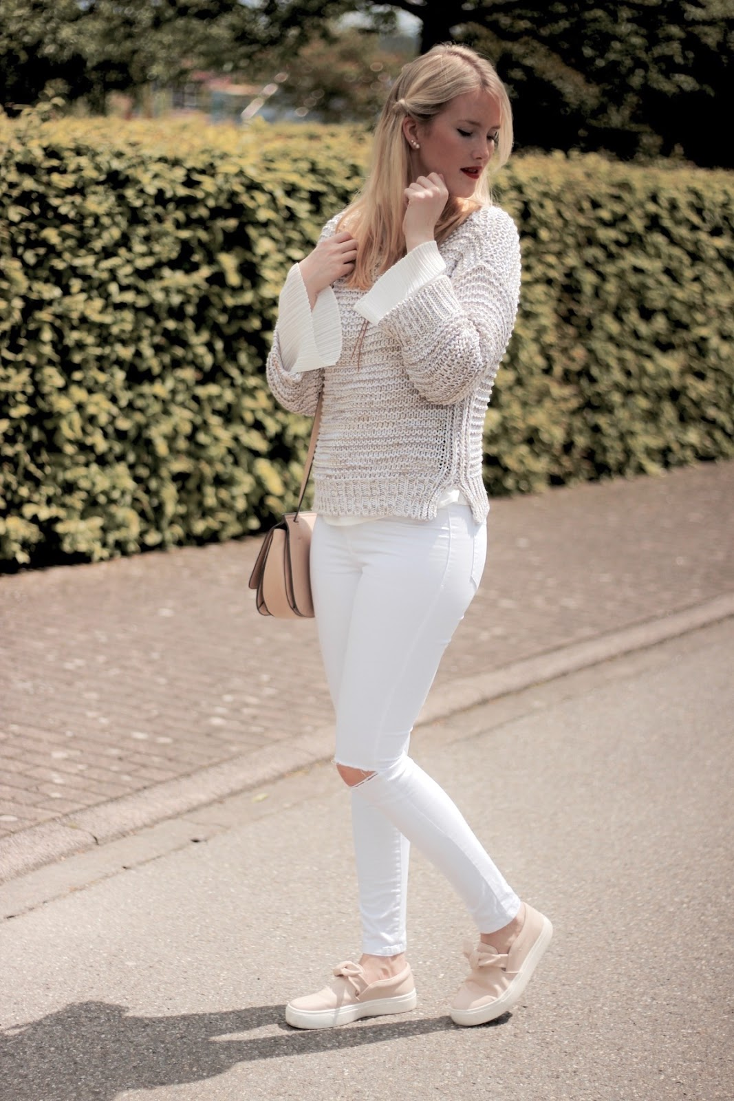 Fashion Outfit Bell Sleeves Zara Sneaker rosa mit Schleife Bow Sneakers www.theblondelion.com