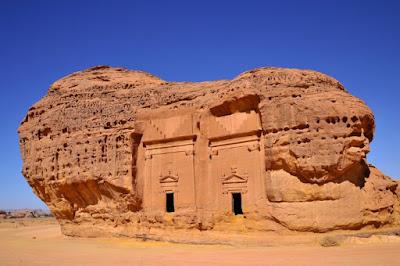 Madain Saleh Tempat Wisata Sejarah di Madinah Arab Saud