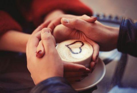 Δώστε σημασία: Τέσσερα σημάδια που δείχνουν ότι είναι πραγματικά ερωτευμένος μαζί σου!