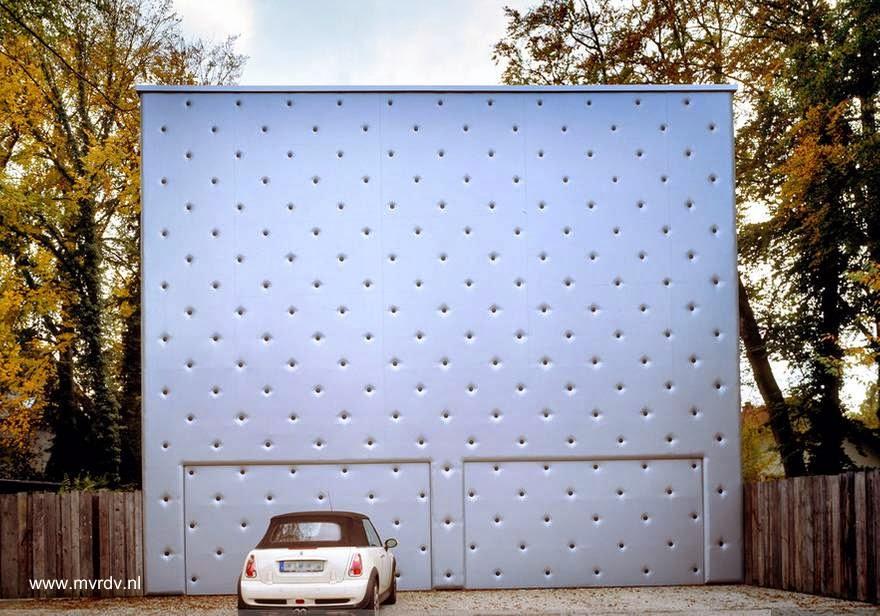 Fachada perforada en casa de las afueras de Munich 2005