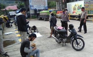 Cegah Balap Liar Saat Jelang Buka Puasa, Polsek Alla Patroli Ke Tempat Warga Ngabuburit