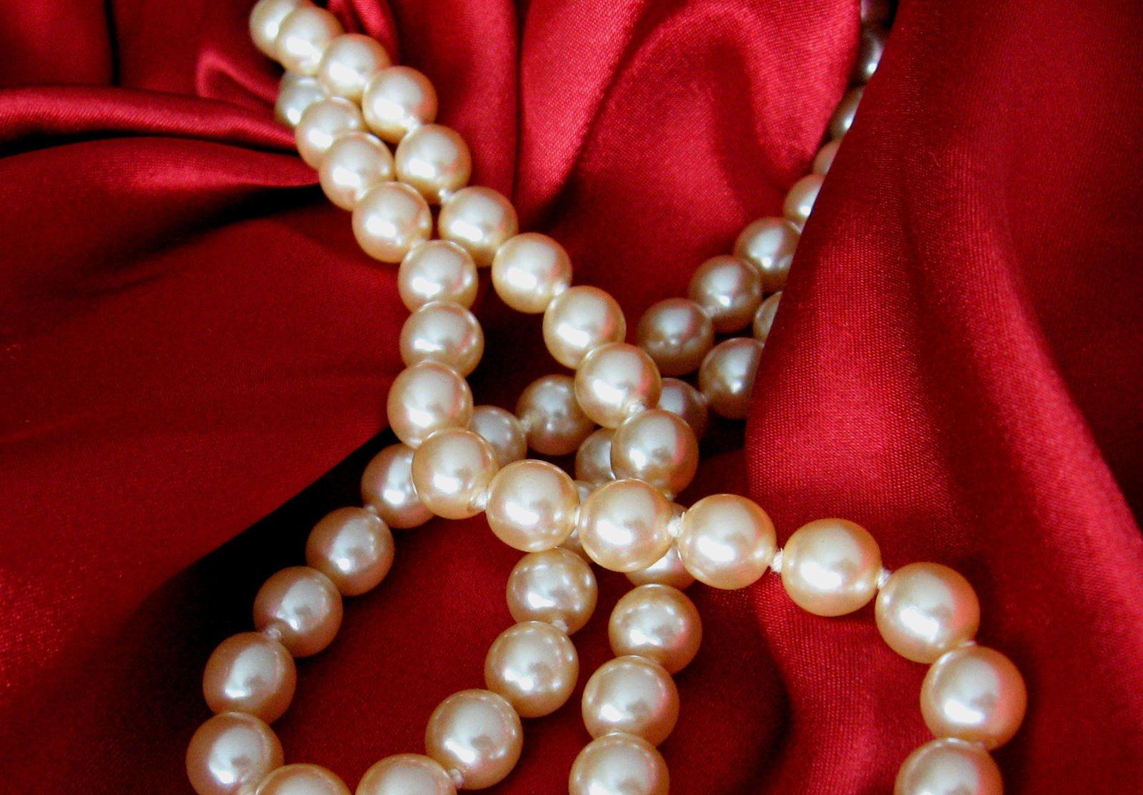 How To Wear Your Jewelry Like A Celebrity