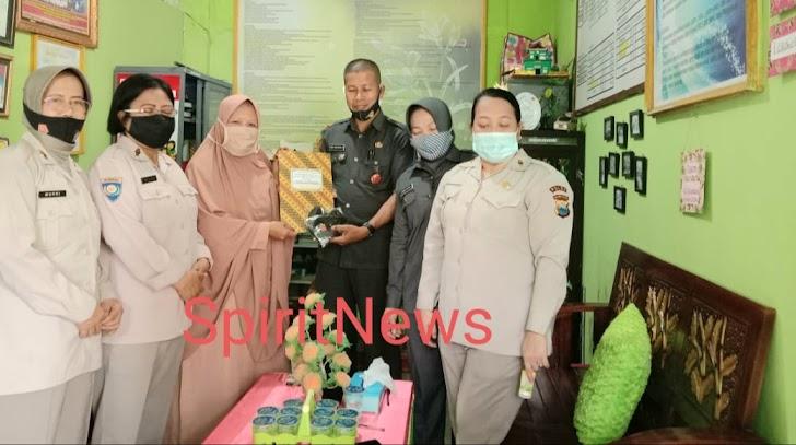 PNS Polda Sulsel Peringati HUT ke-49 KORPRI dengan Aksi Bagi Sembako dan Tali Asih