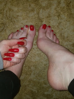 Jasmin Jai polished red toenails and log red nails