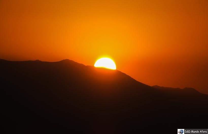 Pôr do Sol visto do Sky Costanera em Santiago, Chile