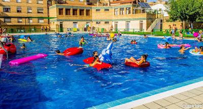 Resultado de imagen de piscina municipal de hijar
