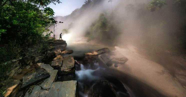 Kaynayan nehir olarak da bilinen Şanay Timpişka Nehri, 6.5 kilometre uzunluğundadır.