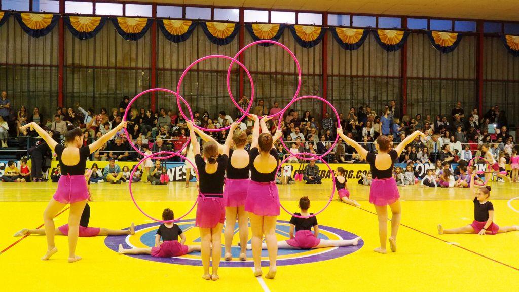 dceec2c54d4 Περισσότερα από 180 παιδιά συμμετείχαν στη Γιορτή Ελεύθερης και Ρυθμικής  Γυμναστικής, που διοργάνωσε το Αθλητικό Κέντρο του Δήμου Αμαρουσίου, ...