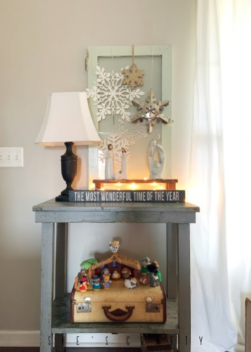 Vintage Christmas Decor Vignettes  |  see various ways to use vintage Christmas pieces in your home decor   | how to display nativities at Christmastime