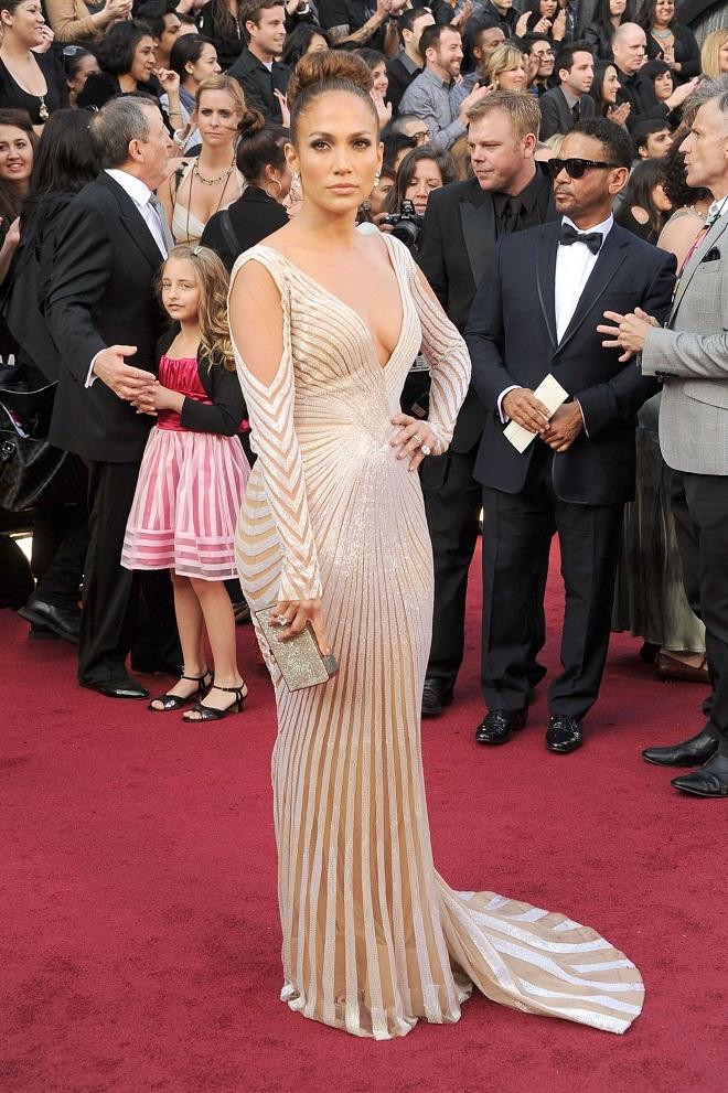 Oscars 2012 Jennifer Lopez Reveals It All In A Zuhair