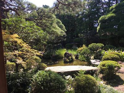山本亭の庭園