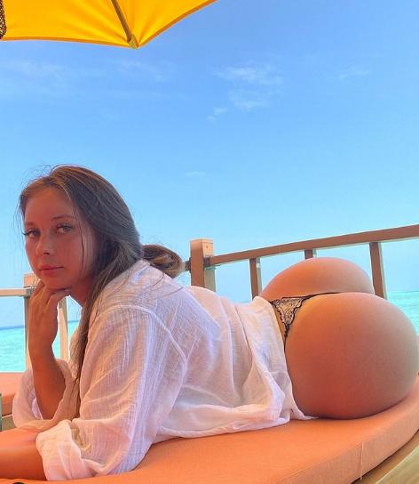 Oksana Saldyrkina ass