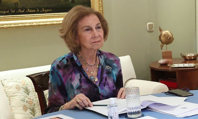 Annual meeting of the Board of Directors of the Queen Sofía Spanish Institute. floral print blouse, gold necklace and bracelet